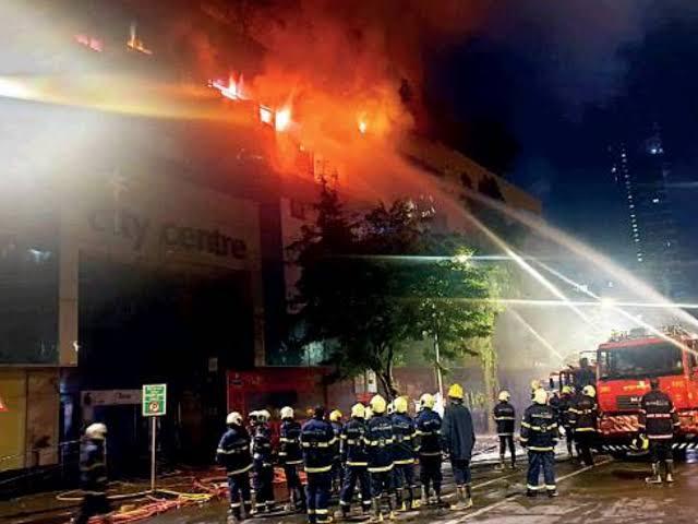 रुग्णालयाला लागलेल्या आगीत दहा जणांचा मृत्यू !