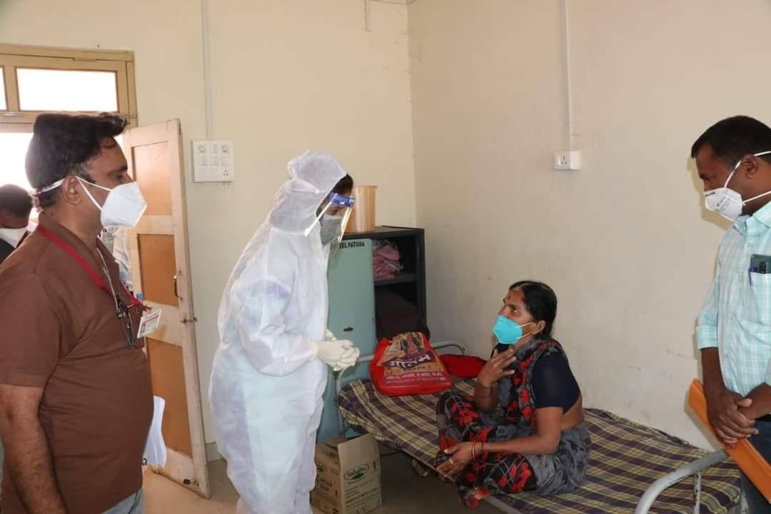 खासदार डॉक्टर असल्याचा फायदा !थेट कोविड रुग्णांशी संवाद अन दिलासा !