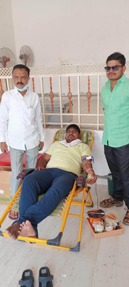 रक्ताचा तुटवडा,65 जणांनी केले रक्तदान !